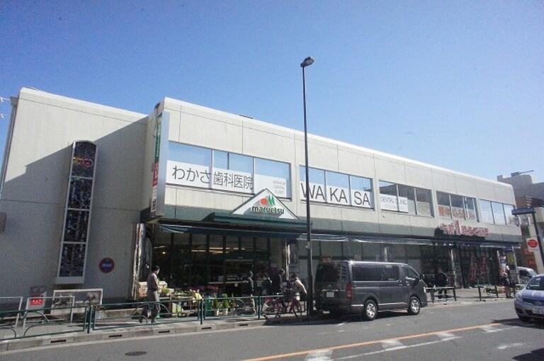 エルフレア駒沢(ファミリーマート駒沢大学駅前店 (コンビニ) まで92m)