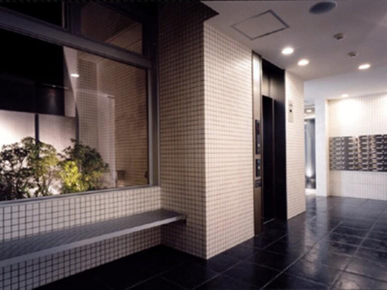 エルフレア駒沢(1階エレベーターホール)
