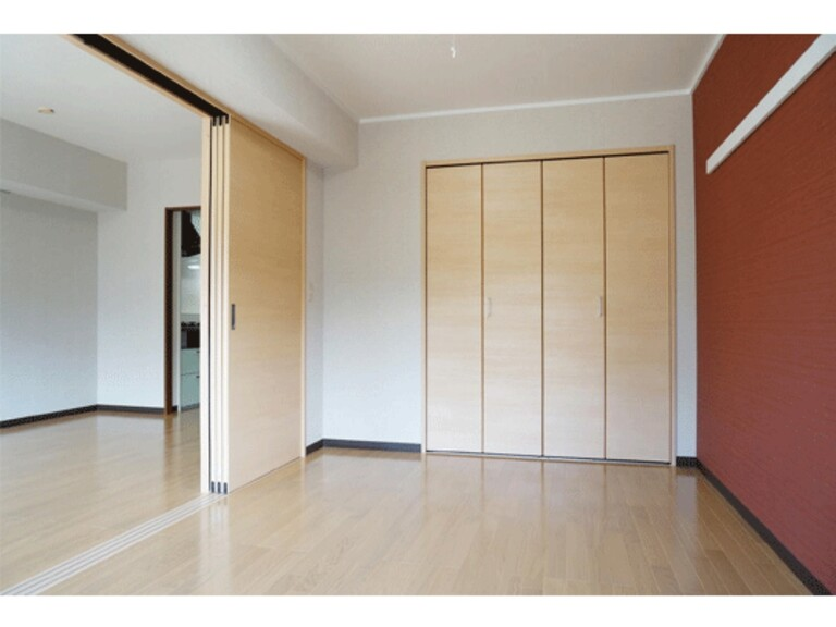 エスポワール松風台Ⅲ番館(【リニューアル住戸(1)】南側洋室収納)