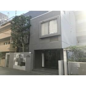 原宿東急アパートメント(エントランス、左門扉は屋内ごみ置場(24)